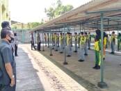 Kepala SMK TKM Purworejo Ki Gandung Ngadina, SPd, MPd, saat meninjau pelaksanaan pelatihan PKS dari Satlantas Polres Purworejo, Rabu (03/03/2021) - foto: Sujono/Koranjuri.com