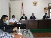 Pembacaan putusan sengketa informasi publik antara pemohon Dra. Ni Made Sudani, MBA, MM dengan termohon Kepolisian Daerah Bali di Ruang Sidang Komisi Informasi (KI) Provinsi Bali, Denpasar, Rabu, 3 Maret 2021 - foto: Istimewa