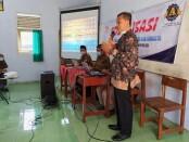 Kepala SMK Kesehatan Purworejo Nuryadin, S.Sos, M.Pd, saat menyampaikan pengarahan pada sosialisasi program beasiswa dari Universitas Muhammadiyah Purworejo, Jum'at (05/03/2021) - foto: Sujono/Koranjuri.com