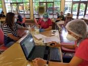 Ratusan wartawan yang bertugas di Bali mengikuti vaksinasi Covid-19 secara masal di Gedung Nari Graha, Denpasar, Sabtu, 6 Maret 2021 - foto: Istimewa