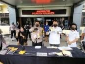 Polresta Surakarta menangkap 3 mucikari yang menawarkan gadis di bawah umur kepada hidung belang melalui medsos - foto: Koranjuri.com