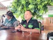 Dr Reban Mirmorejo, pembina KOIN saat berdialog dengan para wartawan Purworejo, Kamis (11/03/2021) di RM Simbok Sastro - foto: Sujono/Koranjuri.com