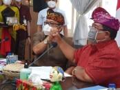 Kepala Perwakilan wilayah Bank Indonesia (KPwBI) Provinsi Bali Trisno Nugroho bersama Bupati Kabupaten Buleleng Putu Agus Suradnyana saat menggelar pertemuan TP2DD di Kantor Bupati Kabupaten Buleleng, Kamis (19/3/2021) - foto: Istimewa