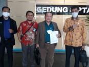 Tim advokat dari kantor konsultan hukum Shalih Mangara Sitompul, SH., MKN & Rekan - foto: Bob/Koranjuri.com