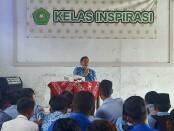 Ahmad Luthfi Khakim, seorang pengusaha difabel warga Pituruh, saat memberikan motivasi di hadapan siswa SMP/SMK A Yani, Gebang, Purworejo, Kamis (01/04/2021) - foto: Sujono/Koranjuri.com