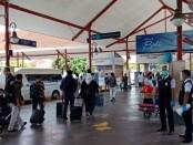 Penumpang di Bandara Internasional I Gusti Ngurah Rai Bali - foto: Istimewa