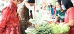 Gubernur Koster Tinjau Pasar Murah dan Borong Kemeja Endek
