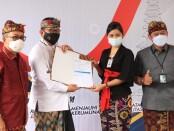 Wakil Gubernur Bali Tjokorda Oka Artha Ardhana Sukawati (Cok Ace) meninjau pelaksanaan vaksinasi Covid-19 di Bank Mandiri Kantor Cabang Pembantu (KCP) Veteran Denpasar,  Kamis (8/4/2021) - foto: Istimewa