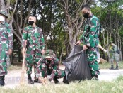 Karya Bakti bersih-bersih pantai Kuta dalam rangkaian HUT Ke-3 Denkav 4/SP Kodam IX/Udayana, Sabtu, 10 April 2021 - foto: Koranjuri.com