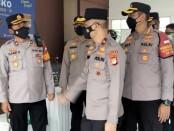 Wakapolda Metro Jaya Brigadir Jenderal Polisi Hendro Pandowo meninjau langsung vaksinasi massal di Jakarta Barat pada Sabtu (10/4/2021) - foto: Istimewa