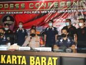 Polisi meringkus pelaku pencurian disebuah  ounter HP yang terletak di rukan Sedayu Square Cengkareng, Jakarta Barat - foto: Istimewa