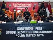 Tim Opsnal Unit V Subdit 3 PMJ menangkap 5 pelaku dalam kasus pencurian dengan pemberatan yang mengaku sebagai polisi - foto: Istimewa