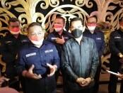 Kepala Badan Pelindungan Pekerja Migran Indonesia (BP2MI) Benny Rhamdani (kiri) bersama Dewan Pengarah Suhardi Alius (kanan) saat memberikan keterangan di sela Rapat Koordinasi Terbatas (Rakortas) tentang Sosialisasi Undang-Undang Nomor 18 Tahun 2017 di The Stone Hotel, Kuta, Selasa (27/4/2021) - foto: Koranjuri.com