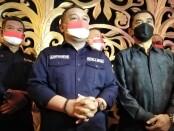 Kepala Badan Perlindungan Pekerja Migran Indonesia (BP2MI) Benny Rhamdani (tengah) dan Dewan Pengarah Satgas Pemberantasan Sindikat Ilegal PMI Suhardi Alius (kanan) - foto: Koranjuri.com
