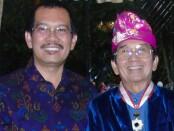 Rektor ITB STIKOM Bali Dr. Dadang Hermawan dan Pembina Yayasan WDS Denpasar, induk STIKOM Bali Group, Prof. Dr. I Made Bandem, MA. - foto: Istimewa