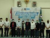 Para calon Ketua dan Exco Asprov PSSI Bali berfoto bersama - foto: Yan Daulaka