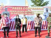Panglima TNI Marsekal Hadi Tjahjanto bersama Kapolri Jenderal Listyo Sigit Prabowo dan Ketua DPR RI Puan Maharani meninjau posko penyekatan check point Pelabuhan Bakauheni Lampung, Minggu, 9 Mei 2021 - foto: Istimewa