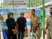 Pembagian zakat fitrah SMKN 8 Purworejo di Panti Rehabilitasi Plandi, Senin (10/05/2021) - foto: Sujono/Koranjuri.com