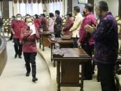 Gubernur Bali Wayan Koster saat memberikan laporan dalam Rapat Paripurna ke-10 DPRD Provinsi Bali Masa Persidangan II Tahun 2021 di Kantor DPRD Bali, Denpasar, Senin (17/5/2021) - foto: Istimewa