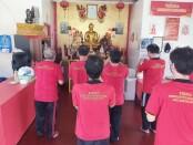 Sejumlah narapidana beragama Budha melakukan persembahyangan - foto: Istimewa