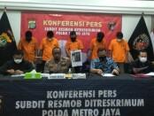 Dari 7 pelaku perampokan di Pademangan Jakarta Utara, polisi berhasil menangkap 5 orang dan 2 masih DPO - foto: Bob/Koranjuri.com