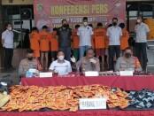 Polisi membongkar home industry yang memproduksi tembakau gorila atau tembakau sintetis dari sebuah rumah di wilayah Kabupaten Bogor Jawa Barat - foto: Screenshot