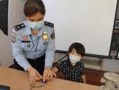 Petugas Kanim Imigrasi Tangerang tengah memberikan layanan kepada warga - foto: Istimewa
