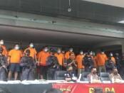 Pelaku aksi premanisme di Pelabuhan Tanjung Priok yang diamankan polisi - foto: Istimewa