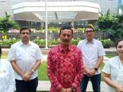 Kepala Dinas Pariwisata Provinsi Bali, Putu Astawa yang didampingi Kepala Biro  Ekbangi, Tjok Bagus Pemayun, dan perwakilan dari Bappeda, Wayan Sudarsa di Jakarta pada hari terakhir pelaksanaan Roadshow Work From Bali Jumat (4/6/2021) - foto: Istimewa