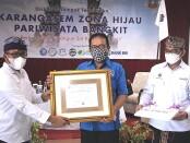 Wakil Gubernur yang juga Ketua BPD PHRI Provinsi Bali Prof. Tjokorda Artha Ardhana Sukawati (Cok Ace) tampil sebagai pembicara pada diskusi yang mengangkat tema 'Karangasem Zona Hijau Pariwisata Bangkit' di Taman Surgawi Resort and Spa, Karangasem, Minggu (6/6/2021) - foto: Istimewa