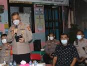 Dirbinmas Polda Metro Jaya Kombes Badya Wijaya mengunjungi Pos Kamling Kampung Tangguh Jaya RW 02, Jalan Pintu Air V RT 05/02, Kecamatan Sawah Besar, Jakarta Pusat, Sabtu 12 Juni 2021 - foto: Istimewa