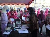 Keluarga besar Polres Purworejo dan Brimob Kompi C Kutoarjo menjalani vaksinasi massal, Sabtu (19/06/2021) - foto: Sujono/Koranjuri.com