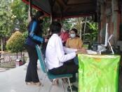 Posko pelayanan PPDB Online di SMA Negeri 5 Denpasar - foto: Koranjuri.com