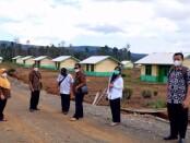 Rombongan dari Dinperinaker Kabupaten Purworejo saat melakukan peninjauan ke lokasi penempatan transmigrasi di SKPC 1 UPT Mahaluna, Kabupaten Luwu Timur, Sulawesi Selatan pada 22-25 Juni 2021 - foto: Sujono/Koranjuri.com