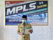 Kepala SMPN 20 Purworejo, Suswanto, S.Pd, M.M.Pd, saat membuka MPLS secara virtual, Senin (12/07/2021) - foto: Sujono/Koranjuri.com