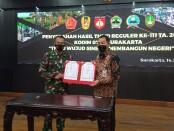 Keterangan gambar : Serah terima hasil pembangunan TMMD Reg III TA 2021 dari Dandim 0735 Ska kepada Wakil Walikota Surakarta di Balai Tawangarum Balaikota Surakarta/ Foto: Koranjuri.com