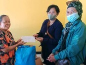 Pemberian santunan bagi keluarga Atas Danusubroto oleh PWI Kabupaten Purworejo melalui program 'Jogo Wartawan', Kamis (15/07/2021) - foto: Sujono/Koranjuri.com