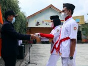 Nuryadin, S.Sos, MPd, saat melantik Paskibra (Pasukan Pengibar Bendera) SMK Kesehatan Purworejo, Sabtu (14/08/2021) - foto: Sujono/Koranjuri.com