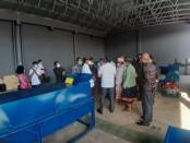 Penyerahan Bantuan Program Sosial Bank Indonesia (PSBI) itu berupa mesin pengolah sampah organik dan non-organik kepada Desa Adat Padangsambian - foto: Istimewa
