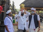 Wagub Bali Tjokorda Oka Artha Ardhana Sukawati mengikuti upacara Nuwasen Pemugaran Mudra Gelung Agung Kori Pura Besakih, Minggu, 8 Agustus 2021 - foto: Istimewa