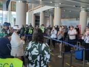 Wakil Gubernur Bali Tjokorda Oka Artha Ardhana Sukawati dan Konsul Jenderal Australia di Bali Anthea Griffin menuju Keberangkat Internasional untuk melepas keberangkatan pesawat Qantas dengan nomor penerbangan QR 108 dengan tujuan Denpasar-Darwin - foto: Istimewa