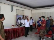 Wakil Gubernur Bali Tjokorda Oka Artha Ardana Sukawati saat memimpin rapat peninjauan pelaksanaan Isoter berbasis Desa, di Kantor Camat Ubud, Gianyar, Rabu (25/8/2021) - foto: Istimewa