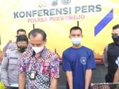 Satreskrim Polres Purworejo berhasil membekuk ADW (23), warga Ngentak, Seren, Gebang, penjahat cabul yang suka meremas payudara korbannya - foto: Sujono/Koranjuri.com