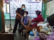 Pelaksanaan vaksinasi di SMK PN-PN2 Purworejo, Rabu (15/09/2021) - foto: Sujono/Koranjuri.com