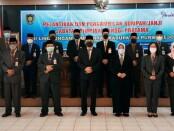 10 pejabat eselon dua yang dilantik, berfoto bersama Bupati Purworejo Agus Bastian dan Wabup Yuli Hastuti, Selasa (07/09/2021) - foto: Sujono/Koranjuri.com