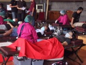 Aksi donor darah dalam rangka HUT I Paiketan Krama Istri Desa Adat (PAKIS) Bali, Senin, 13 September 2021 - foto: Istimewa