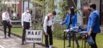 Mahasiswa Baru ITB STIKOM Bali Gunakan Pola Drivethru Ambil Atribut Pra GMTI