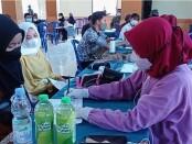 Seribu Pelajar Divaksin dalam Serbuan Vaksinasi Kodim 0708 di SMAN 7 Purworejo, Sabtu (18/09/2021) - foto: Sujono/Koranjuri.com