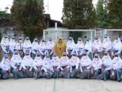 Para Pengurus OSIS SMK Kesehatan Purworejo periode 2021-2022 berfoto bersama usai dilantik, Kamis (14/10/2021) - foto: Sujono/Koranjuri.com
