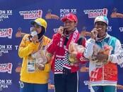 Maria Natalia Londa (tengah) meraih emas di PON XX Papua - foto: Yan Daulaka/Koranjuri.com